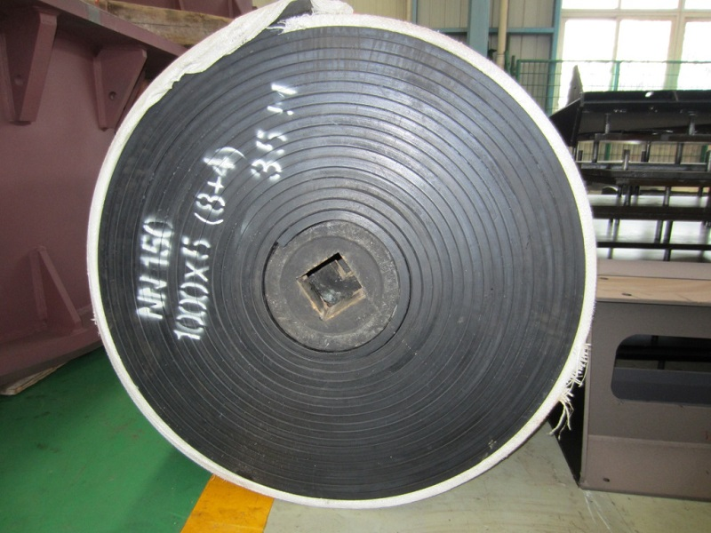 https://www.quarry-crusher.com/img/rubber_belt_with_high_wear_resistance.jpg